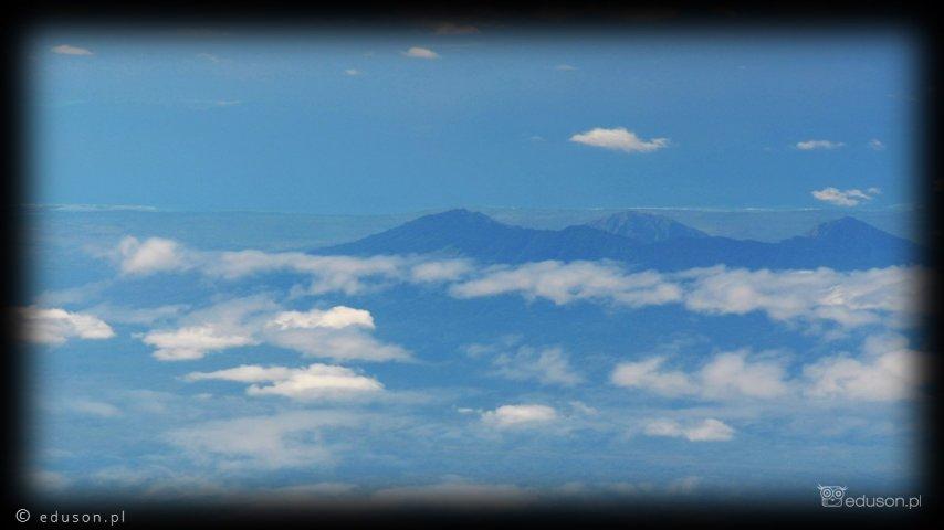 To, co widać, totylkowierzchołek wulkanu ukrytego podchmurami...